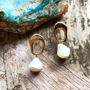 Anthro Natural Pearl Pendant Eartimgs